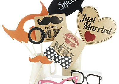 just-married-photobooth-accessoires-melpomeni-photography-münchen